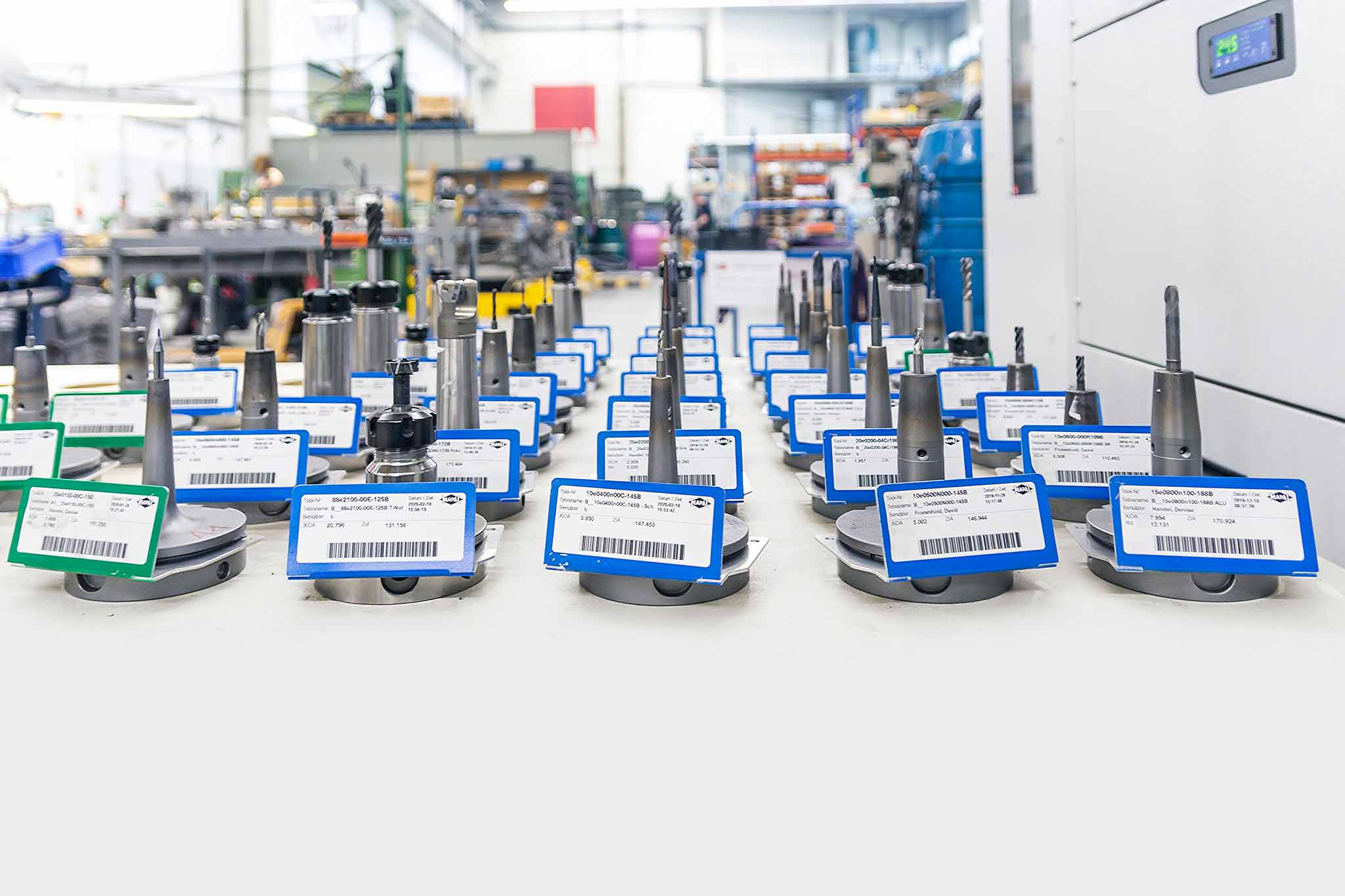Equipped tools are in the production. They are arranged in several rows and are provided with labels. In the foreground is a complex form from Walter Formenbau.