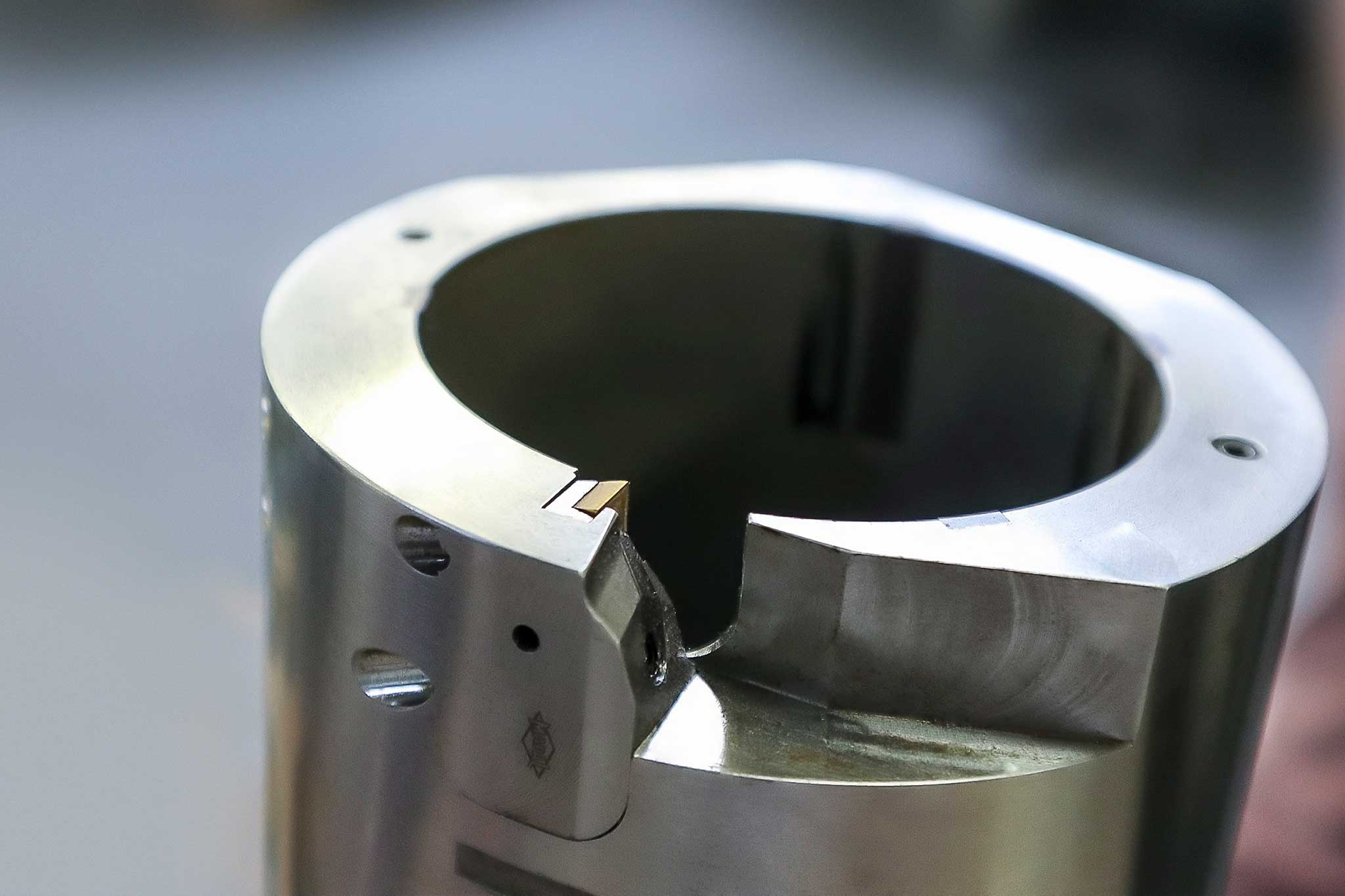 The image shows the upper area of the external reamer in detail. There the cutting edge is placed in the EA system.