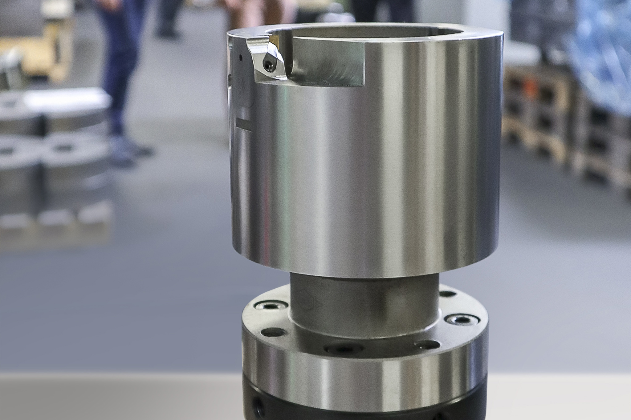An external reamer with module and hollow shank taper connection is shown in the foreground. Manufacturing at Völlm is shown in the background.